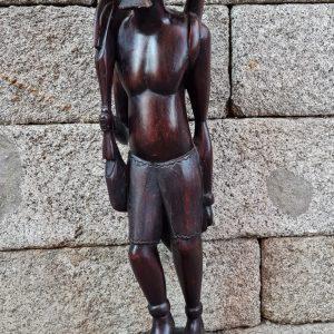 Escultura cazador Noir.